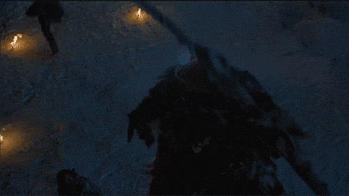Gigante scaglia una freccia da sotto la Barriera