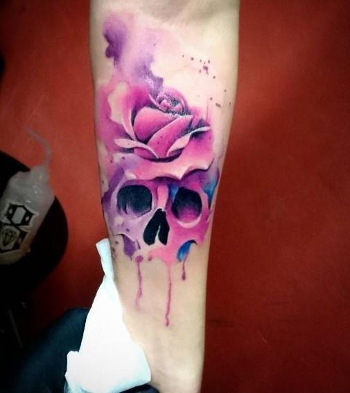 Un teschio tatuato sull'avambraccio - Tatuaggi acquarello, alcune fantastiche idee per i tuoi lavori