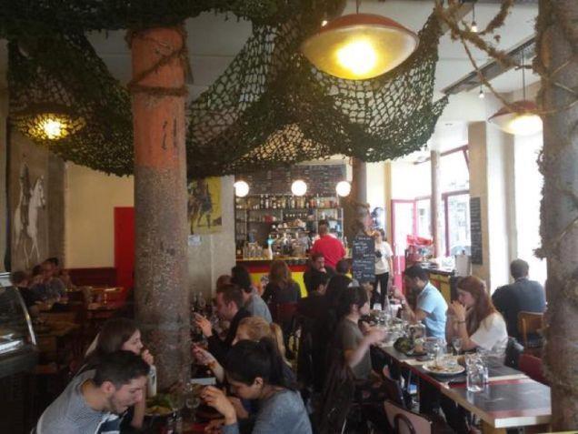 L'interno del ristorante di Metal Gear Solid a Parigi