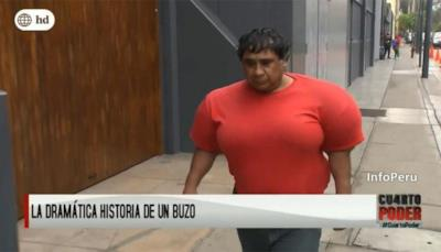 Martinez cammina per strada