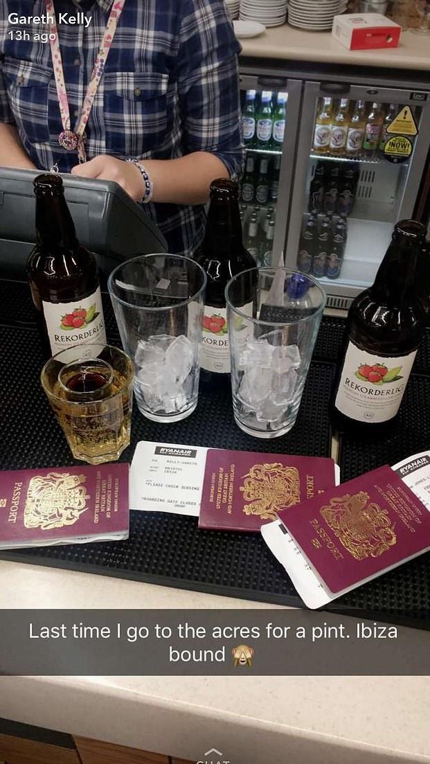 I passaporti della combriccola diretta a Ibiza