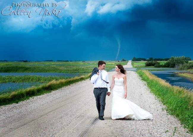Tornado dietro a un matrimonio