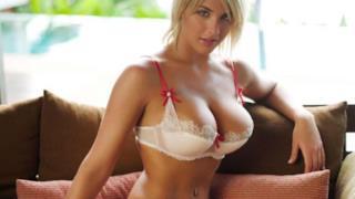 La modella e attrice Gemma Atkinson in lingerie
