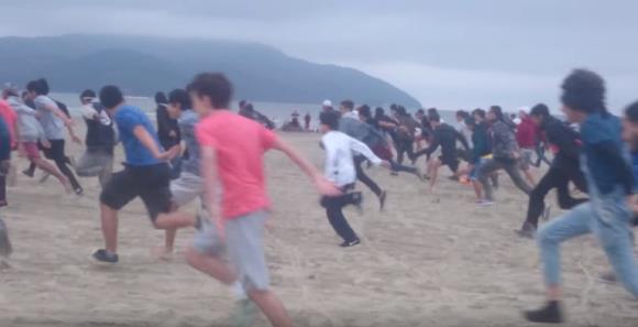 Fan riuniti per la Naruto Run