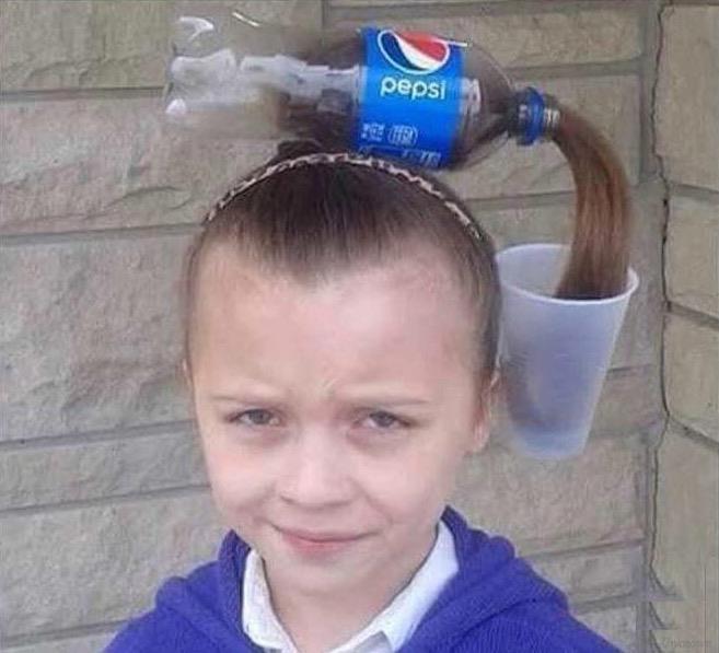 Bimba con travestimento da Pepsi