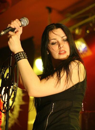 """Agnieszka """"Nera"""" Górecka durate un live"""