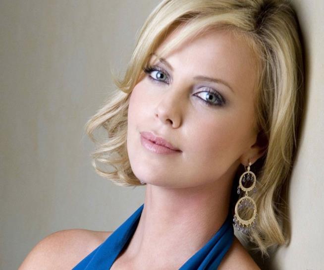 L'attrice sudafricana ha un passato da modella