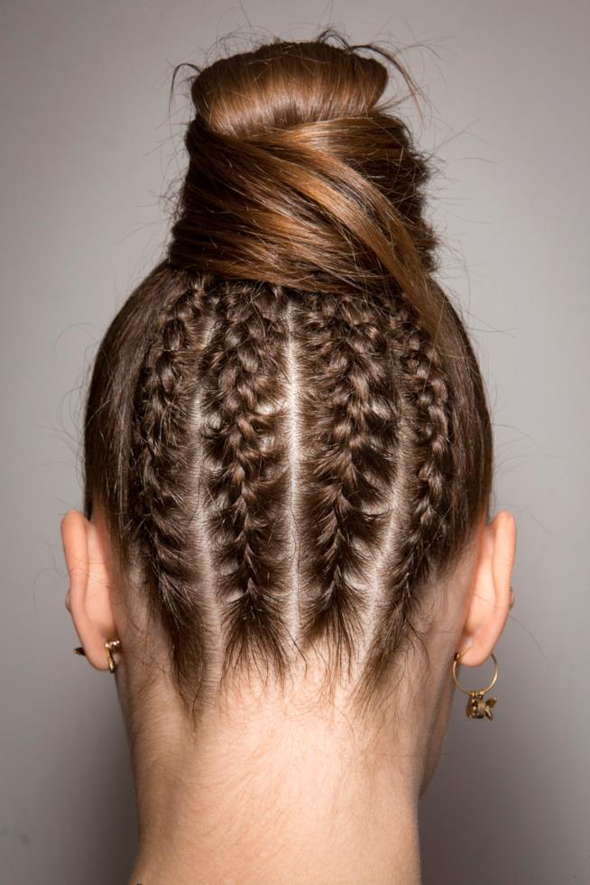 Pettinatura chignon con capelli lunghi