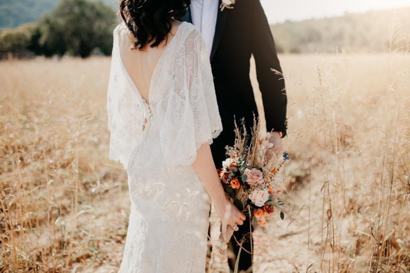 Sposi in una location country-chic