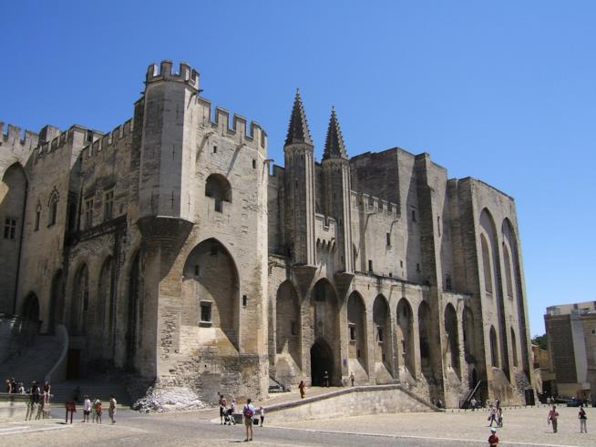 Avignone e il suo stupendo Palazzo dei Papi