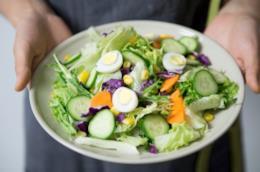 Un piatto di verdure