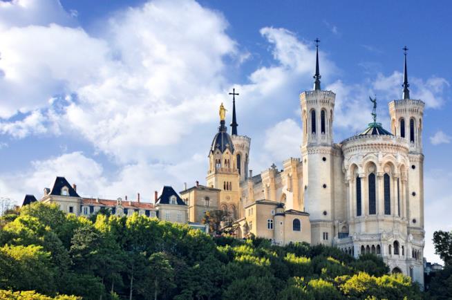 Lo stile composito della bella basilica di Fourvière