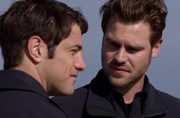 Jack e Ryan in una scena di Station 19