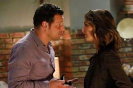 Camilla Luddington e Justin Chambers in una scena di Grey's Anatomy