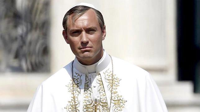 Jude Law in una scena di The Young Pope