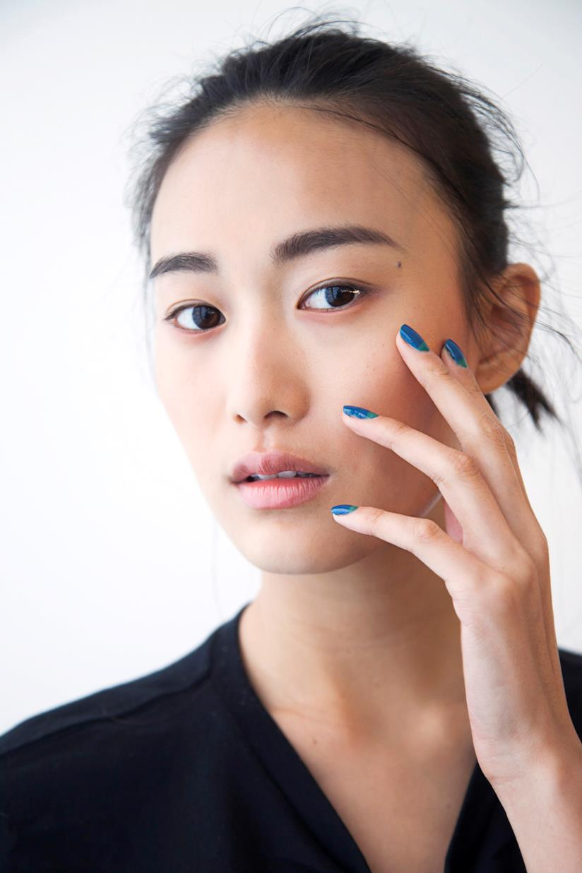 Nail art blu in gel