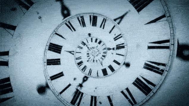 Orologio che va all'indietro