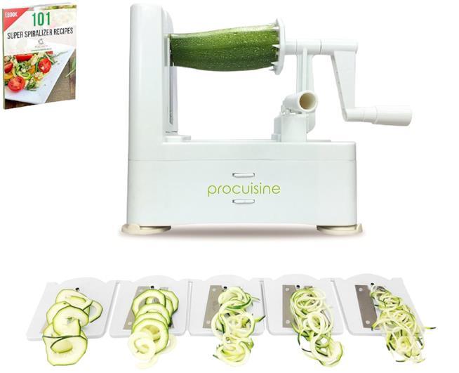 Affetta verdure con le verdure tagliate a spirali sottili