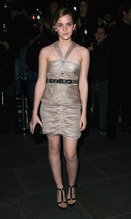 Emma Watson con un abito corto laminato