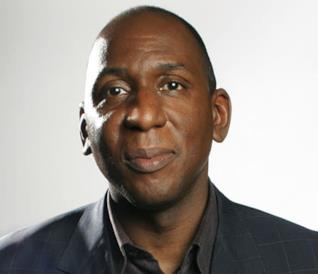 Colin McFarlane in primo piano