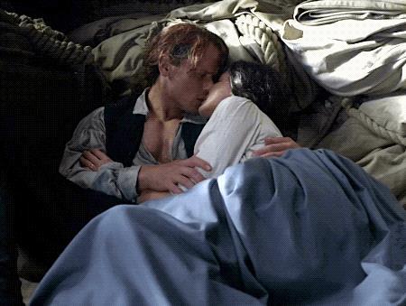 Jamie bacia e abbraccia dolcemente Claire
