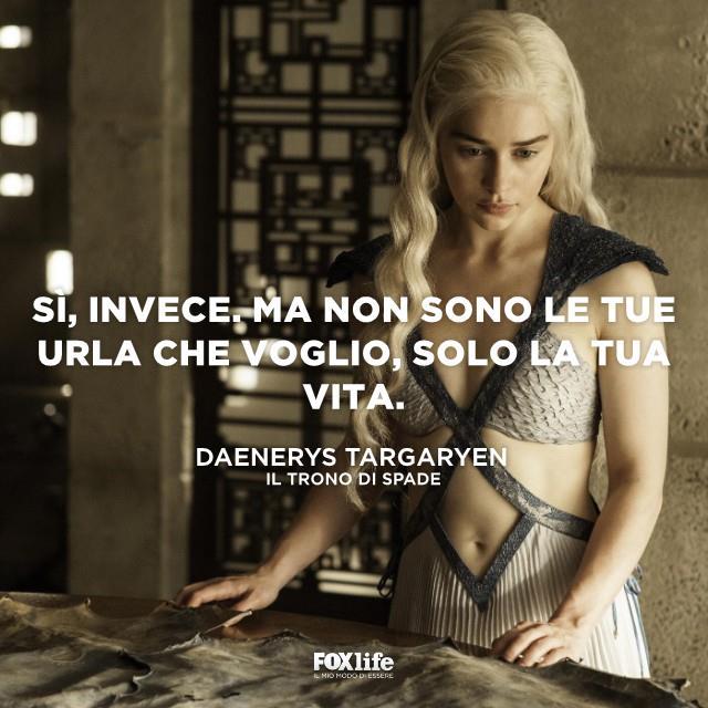 Daenerys consulta una cartina