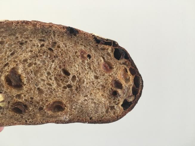 Pane integrale con frutta secca
