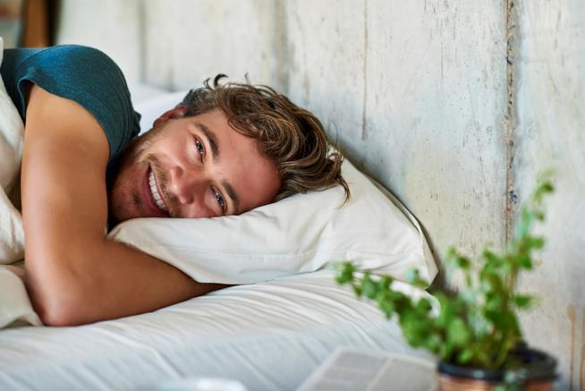 Dormire Con Un Cuscino Tra Le Gambe.Le Posizioni Per Dormire Bene E Senza Dolori