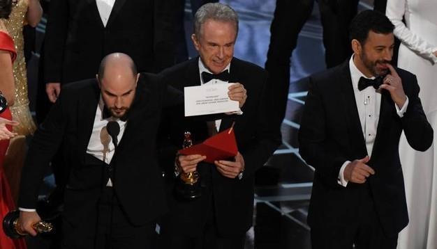 Lo scambio delle buste all'89° edizione degli Oscar