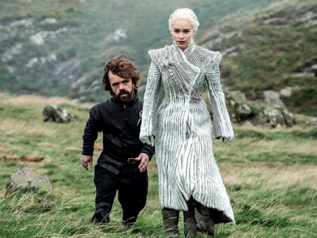 Daenerys vestita di bianco va a salvare Jon Snow