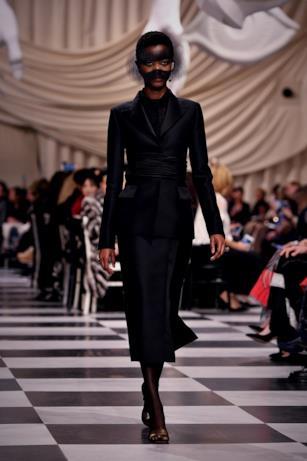 Abito nero alla Dior Haute Couture 2018
