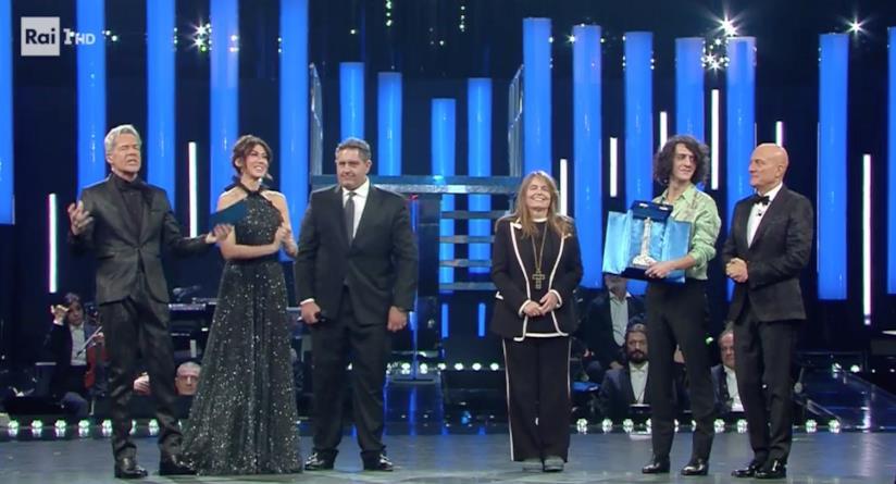 Motta premiato a Sanremo