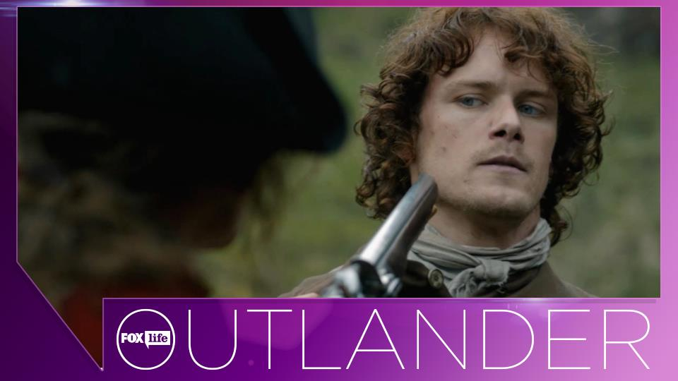 """TOP - Ep.1x08, """"Tra due mondi"""": quando salva Claire da un gruppo di soldati inglesi che volevano stuprarla."""