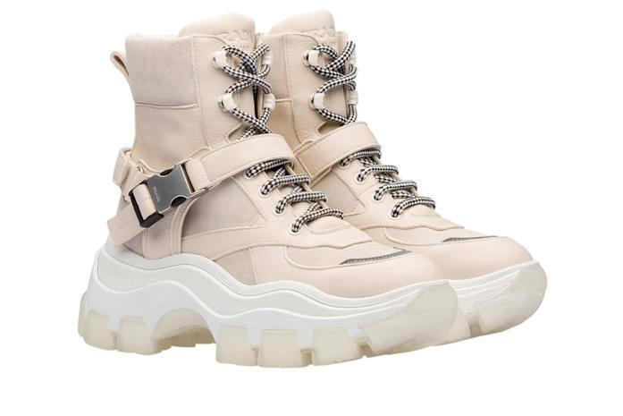Chunki sneakers color crema, in pelle e pelle scamosciata, suola oversize bianca e lacci bianco/neri