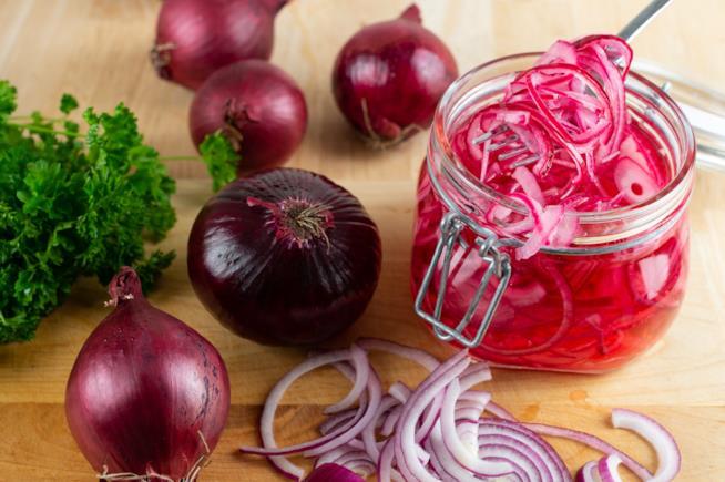 Barattolo con verdura rossa