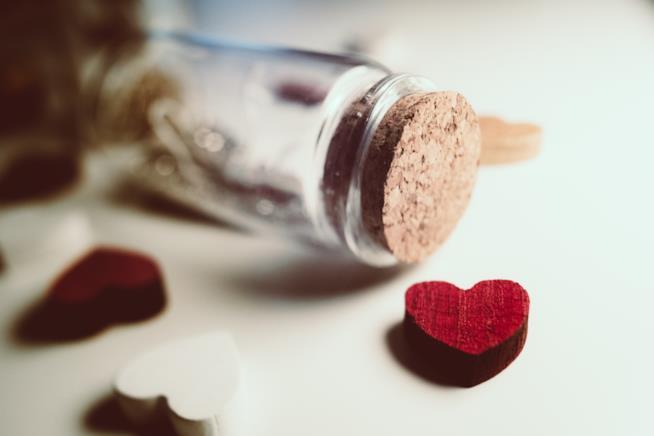 Bottiglietta con cuori di legno