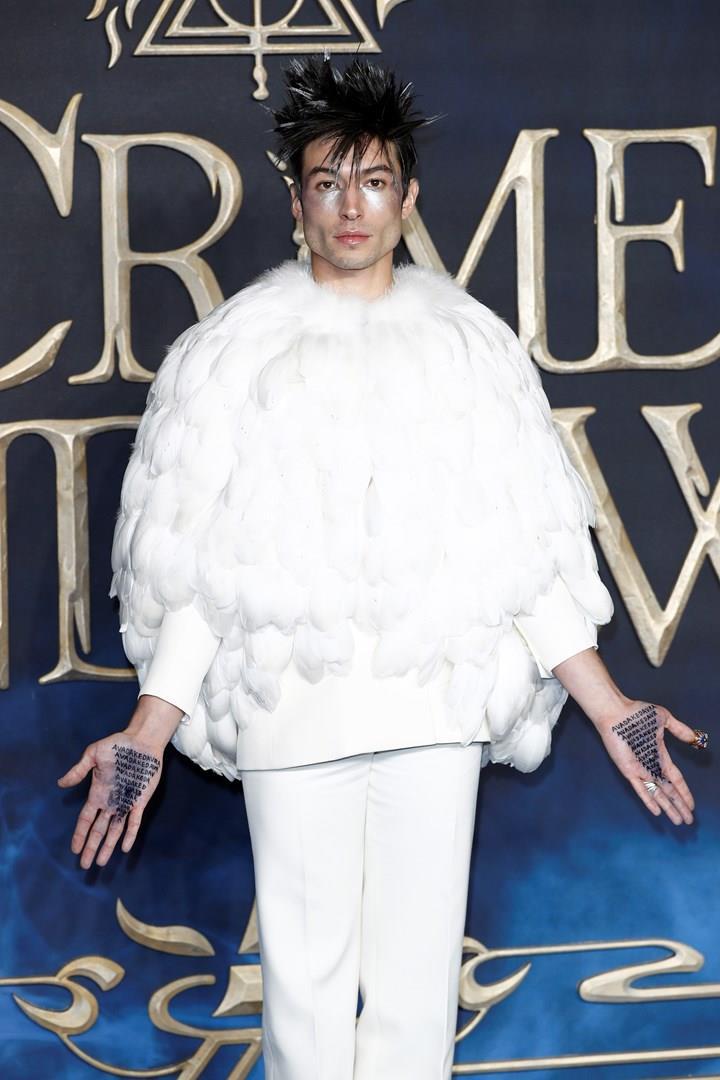 Ezra Miller alla prima di Londra  di Animali fantastici: I Crimini di Grindelwald