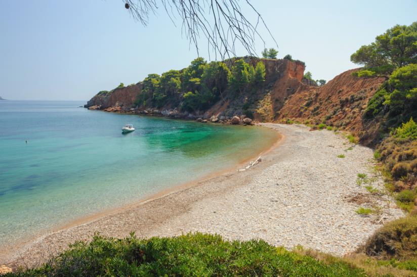 Una piccola spiaggia di ciottoli ad Alonissos