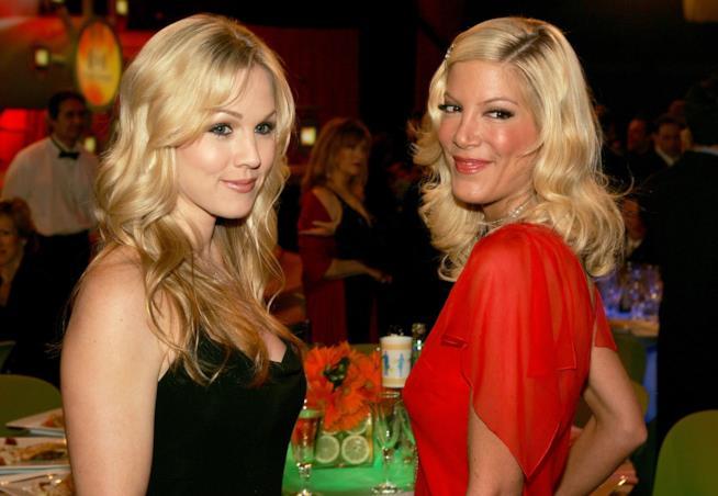 Jennie Garth e Tori Spelling alcuni anni fa