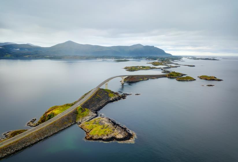 L'Atlanterhavsveien, la strada norvegese che percorre 8 km sull'oceano