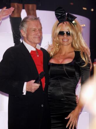 Uno scatto di Hugh Hefner e Pamela Anderson