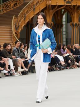 Sfilata CHANEL Collezione Donna Primavera Estate 2020 Parigi - CHANEL Resort PO RS20 0043