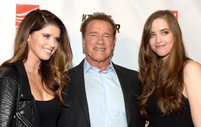 Arnold Schwarzenegger con le figlie Katherine (a sinistra) e Christina (a destra)