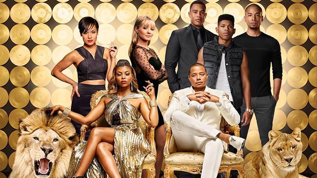Cookie e Lucious Lyon con altri protagonisti della serie TV Empire