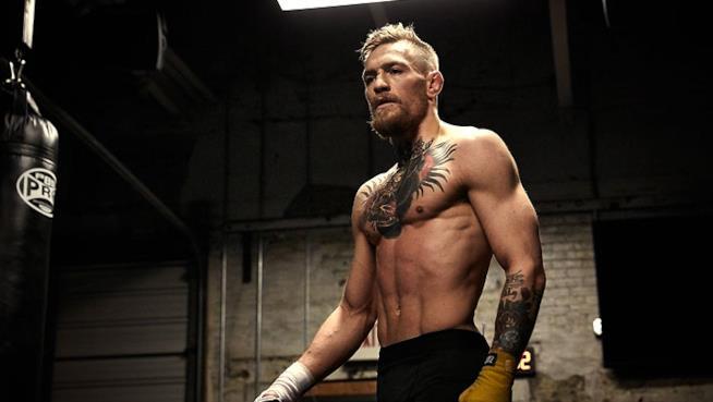 Conor McGregor si allena