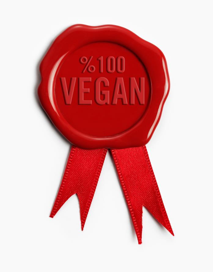 una coccarda rossa con la scritta cento per cento vegan