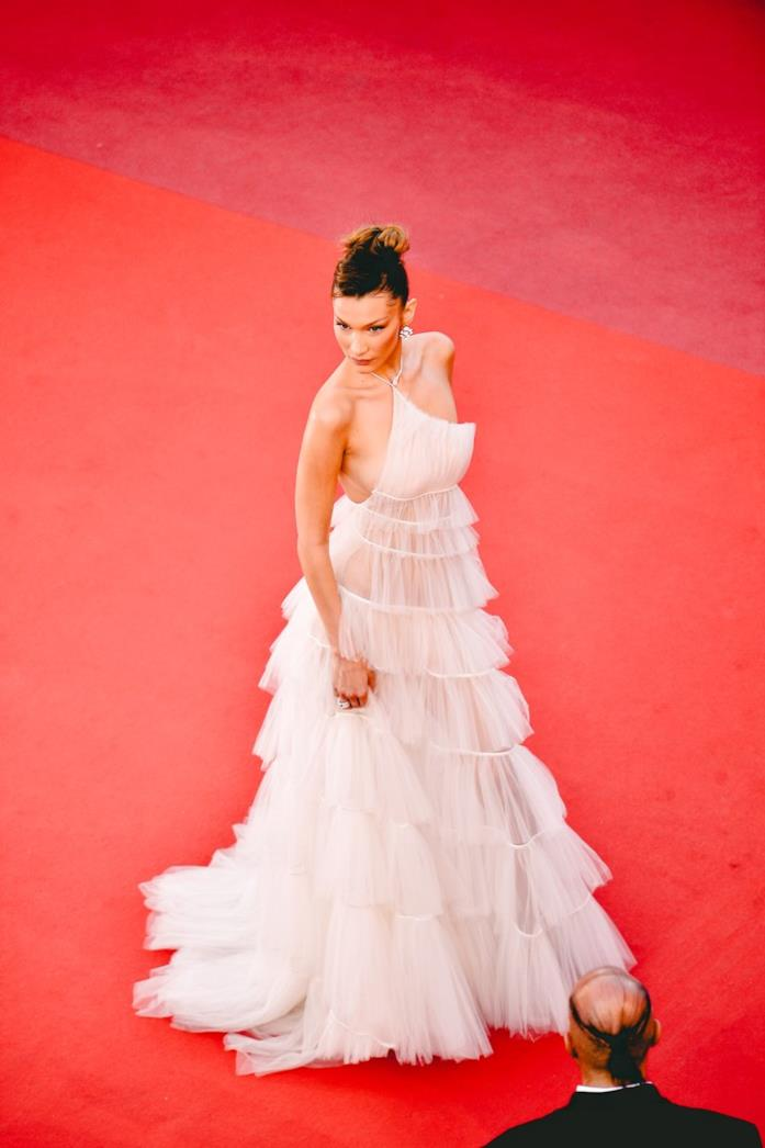 Bella Hadid sul red carpet di Cannes 2019