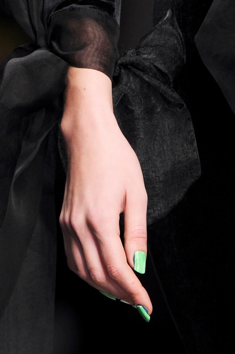 Smalto verde fluo