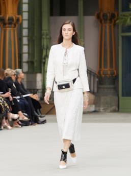 Sfilata CHANEL Collezione Donna Primavera Estate 2020 Parigi - CHANEL Resort PO RS20 0065