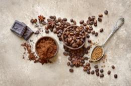 Tazzine con chicchi di caffè